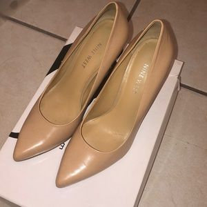 Nude Nine West pointy toe pumps